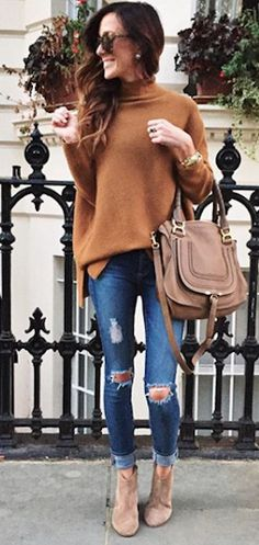 Get inspired by celebrity fall outfit ideas and shop the essentials to recreate the looks at home. Find out which colors and styles work best for autumn, and how to pair them with the coolest accessories. Chic Fall Fashion, Geek Chic Fashion, Fall Fashion 2016, Winter Fashion Outfits, Fasion, Trendy Fall Outfits, Summer Outfits, Perfect Fall Outfit, Brown Sweater