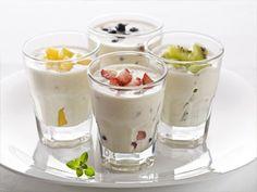Iogurte natural com frutas e sementes