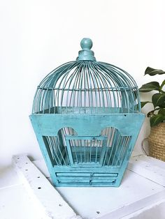 Cage à oiseaux ancienne bleu Wooden Bird, Bird Cages, Vintage Birds, Bird Houses, Home Decor, Compass, Blue, Decoration Home, Room Decor