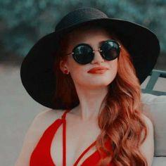 ̷̷˚₊🖇 ·˚🌫♡̷̷˚ ❝ onde eu busco e disponibi… # Diversos # amreading # books # wattpad Cheryl Blossom Riverdale, Riverdale Cheryl, Riverdale Cast, American Actress, American Girl, Cheryl Blossom Aesthetic, Camila Mendes Riverdale, Riverdale Poster, Riverdale Characters