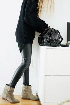 botin beidge, pantalón cuero negro, buso negro