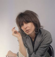 Portrait of American musician Chrissie Hynde, of the group. Short Hair Cuts, Short Hair Styles, Chrissie Hynde, The Pretenders, Portrait, Face Shapes, American, Country Girls, Rock Music