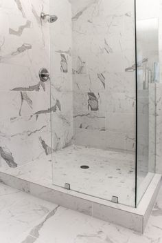 Marble Look Bathroom Wall Tiles - Marble Look Bathroom Wall Tiles Emily Rodgers of Dayton, Ohio, knew her bath was anachronous and dull, but didn't Small Bathroom Vanities, Wood Bathroom, Master Bathroom, Master Shower, Bathroom Faucets, Bathroom Ideas, Bathrooms, Stone Interior, Interior Design Living Room