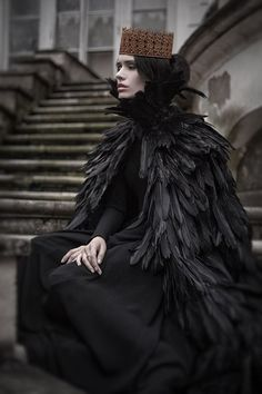 Why, she is the Queen of Crows. Hmm…she looks quite melancholy, doesn't she? Tribal Fusion, Elf Rogue, Half Elf, Yennefer Of Vengerberg, Raven Queen, Dark Queen, Rabe, Fantasy Costumes, Foto Art