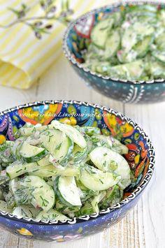 """Рецепт салат нашла на сайте турецких домохозяек, он так и назывался """"Турецкий огуречный салат"""". Я думала, что огуречным салатом меня не удивить...но, как же я ошибалась..)) Очень вкусный йогуртово-лимонно-чесночный соус, мята, укроп - все это прекрасно сочетается со свежими хрустящими…"""