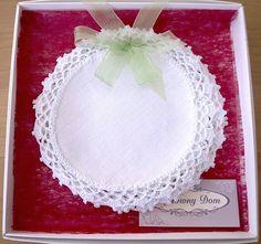 Komplet 6 szt serwetek okrągłych z ręczną koronką. Idealny prezent dla mamy, babci.