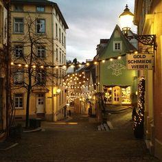 In der Altstadt von Baden-Baden finden sich viele außergewöhnliche Schmuckgeschäfte - meist sind es Silber- und Goldschmiede, die ihre Auslage noch in Handarbeit selbst herstellen. http://www.hotel-am-sophienpark.de   Baden-Württemberg, Germany
