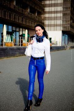 Fashionblog - Modeblogger auf SYLT - Lookbook mit Lederhose in blau und weisser Bluse - BMW M6 Gran Coupe - Buffalo Boots - Seidensticker Bluse - Michael Kors Handtasche