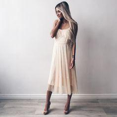 1,038 отметок «Нравится», 13 комментариев — F A S H I O N F A B R I Q U E (@fashionfabriquecom) в Instagram: «Кажется, лето начинается 🙊 В наличии в последнем экземпляре фатиновое платье на бретелях,…»