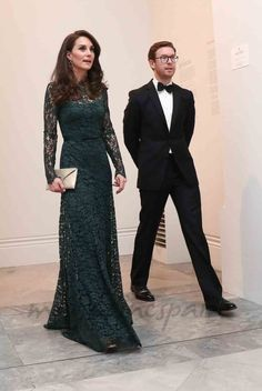 Kate Middleton Photos - Catherine, Duchess of Cambridge arrives to attend the 2017 Portrait Gala at the National Portrait Gallery on March 2017 in London, Britain. - The Duchess of Cambridge Attends the Portrait Gala 2017 Looks Kate Middleton, Kate Middleton Photos, Pippa Middleton, Green Lace Dresses, Green Dress, Duchesse Kate, Prinz Philip, The Duchess, Style Royal