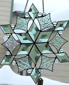 Entertaining Stained Glass Ideas For Beginners Beveled Snowflake – Home Design 2018 Stained Glass Ornaments, Stained Glass Birds, Stained Glass Christmas, Faux Stained Glass, Stained Glass Designs, Stained Glass Panels, Stained Glass Projects, Stained Glass Patterns, Fused Glass