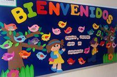 Así le damos la bienvenida a nuestros alumnos éste ciclo escolar Preschool Crafts, Diy Crafts For Kids, Art For Kids, School Classroom, Classroom Decor, Class Board Decoration, Bulletin Board Design, Kids Daycare, School Opening
