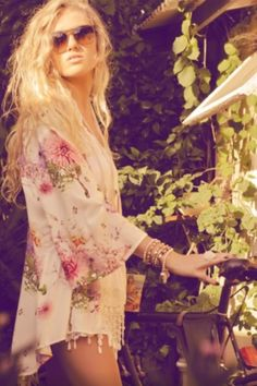 Obsessed with her hair...and whole look! Love! #boho #fashion