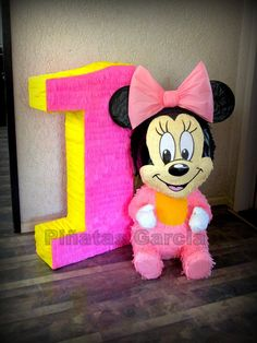 Pinata Disney, Baby Minnie Mouse + 1 year number.