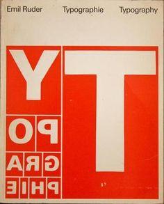 Libro Typographie (1967), de Emil Ruder. Texto básico bilingüe de los programas de estudio de tipografía.