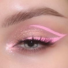 It's not a look without layered jewelry 💎 Glitter Makeup Looks, Makeup Eye Looks, Eye Makeup Art, Colorful Eye Makeup, Cute Makeup, Pretty Makeup, Skin Makeup, Makeup Inspo, Eyeshadow Makeup