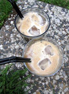 Kääpiölinnan köökissä: Ill drink coffee till I die... yrttipatonkeja ja banaanikahvia