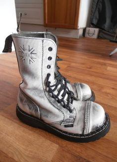 Kupuj mé předměty na #vinted http://www.vinted.cz/damske-boty/ostatni/11850899-cernobile-botky-steel