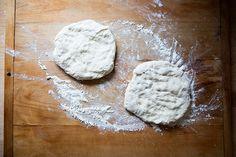 How to Make Neapolitan-Style Pizza at Home Freeze Pizza Dough, Best Pizza Dough, Pizza Bake, Jamie Oliver Pizza, Pizza Recipes Homemade Dough, Peasant Bread, Frozen Pizza, Onion Soup, Dough Recipe