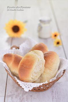 panini al latte sofficissimi Biscotti, Pizza, Hot Dog Buns, Finger Foods, Italian Recipes, Love Food, Catering, Panini, Brunch