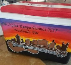 Need cooler painting inspiration or ideas? Check out some amazing painted coolers here. Sorority Canvas, Sorority Paddles, Sorority Crafts, Sorority Recruitment, Painted Fraternity Coolers, Frat Coolers, Painted Coolers, Phone Wallpaper Boho, Formal Cooler Ideas