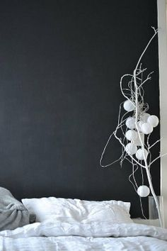 Vosgesparis: A Chalkboard wall in the bedroom I want to do this in my daughters room when she gets older:-) New Interior Design, Interior Design Inspiration, Home Decor Inspiration, Elegant Home Decor, Elegant Homes, Chalkboard Wall Bedroom, Black Walls, Home Decor Bedroom, Bedroom Wall