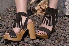 Recibimos al buen tiempo y al sol en mayúsculas. Descúbrelo en nuestro blog:  #sandalias   #sandals   #zapatos   #shoes   #MarlosOnline   #Vienty