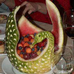 Image detail for -Tags: fruit art , fruit carving , fun art , vegetable art Watermelon Basket, Watermelon Art, Watermelon Carving, Watermelon Designs, Veggie Art, Fruit And Vegetable Carving, Veggie Food, Amazing Food Art, Fruit Creations