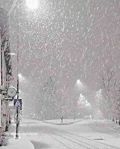 Awwww j'adore la neige – Winterbilder Winter Szenen, Winter Love, Winter Magic, Winter Night, Foto Picture, Snowy Day, Snow Scenes, Winter Beauty, Winter Pictures