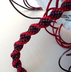 LIFE OF LINUZ: Kumihimo tutorial - spiral braid - spiralfletting -----------------TUTORIAL ---------------