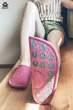 Pink house slippers for women. Made of wool felt. Stylish and unique. #slippers #pink #lovepink #pinkfashion #pinkhome #pinkdecor #pinkslippers Pink Slippers, Felted Slippers, Womens Slippers, Cosy Home Decor, Cosy Corner, Pink Houses, Pink Fashion, Wool Felt, Stylish