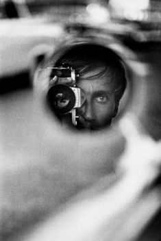 Jean Loup Sieff - French Photographer - Self-Portrait Photographer Self Portrait, Self Portrait Photography, Photo Portrait, Portrait Ideas, Film Photography, Creative Photography, Fashion Photography, Foto Flash, Jean Loup Sieff