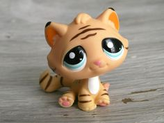 Littlest Pet Shop TIGER BENGAL 1608 Baby Cat Orange Black Striped /w Blue Eyes