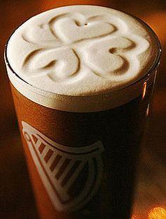 espuma amorosa de una cerveza guiness.