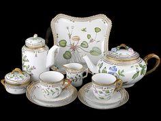 Английский фарфор. Royal Copenhagen, Tea Cup Saucer, Tea Cups, Flora Danica, Coffee Uses, Blue And White China, Tea Service, My Tea, Vintage Tea