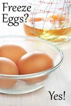 How to freeze eggs (Adam bought a lot of eggs the other day and this will probably help him out if he can't get to them all quickly enough :) --L. Canning Recipes, Egg Recipes, Healthy Recipes, Freezer Cooking, Freezer Meals, Freezing Eggs, Kitchen Helper, Food Hacks, Food Tips