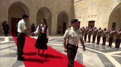 راية السفياني الحمراء وقائدها من بني كلب الملثمين بالشماغ المقلوب