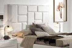 Las camas tapizadas son protagonistas del dormitorio pero...¿qué cama tapizada combina con mi estilo de decoración? En kibuc te damos algunas claves. Bed Back Design, Bed Design, Beach House, Couch, Interior Design, Bedroom, Furniture, Home Decor, Upholstered Beds