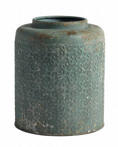 Mooie bloempot van Nordal met motief. De pot is gemaakt van ijzer. De afmetingen zijn 20 x 24 cm.