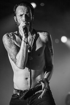 Scott Weiland performs for the last time as a member of Velvet Revolver in Scottsdale in 2008.