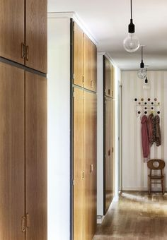 Original Danish closets in the hallway. Villa, Small Entryways, Foyer Design, Home Reno, Home Look, Beautiful Interiors, Mudroom, Interior Inspiration, Tall Cabinet Storage
