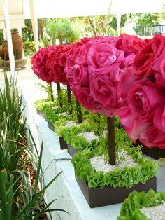 Centros de mesa en color rosa de Florería el Paraíso en Quinta Pavo Real del Rincón www.pavorealdelrincon.com.mx