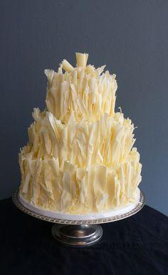 Pastel de bodas blanco chocolate con Tiers chocolate afeitado