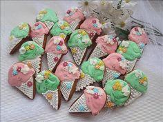 #perníky #zdobenéperníky #gingerbread Gingerbread, Sugar, Cookies, Desserts, Food, Crack Crackers, Tailgate Desserts, Deserts, Ginger Beard