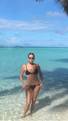 Yolanda Foster proves age is just a number looking this hot in her rockin' a black bikini. Proving where model daughters Gigi & Bella Hadid got their great body & beauty genes from! Black Bikini, Sexy Bikini, Yolanda Foster, Bikini Swimwear, Bikinis, Motorbike Girl, Plus Size Swim, Housewives Of Beverly Hills, Ageless Beauty