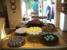 Just how I want Carly's grad party dessert table to look!