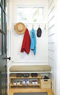 Small back porch/mudroom entrance with storage space. The information given indicates there a baseboard heater is under the bench that warms shoes as well as the mudroom. Possibility for the porch Small Enclosed Porch, Small Back Porches, Porch Uk, Front Door Porch, Porch To Mudroom, Mudroom Benches, Front Stoop, Garage Entry, Window Benches