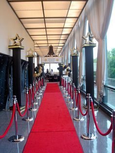 red carpet prom theme red carpet entrance into the 007 bond theme Old Hollywood Theme, Hollywood Red Carpet, Hollywood Wedding, Old Hollywood Prom, Hollywood Decorations, Red Carpet Theme, Red Carpet Party, Red Carpet Event, Homecoming Themes