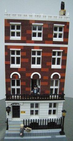 Harry Potter Number 12 Grimmauld Place London Modular: A LEGO® creation by Ben Radell : MOCpages.com. An excellent job of using 2 colors of bricks in the brown section. It looks authentic, a great city MOC.