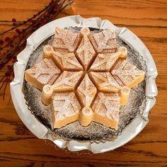 Forma do ciasta śnieżynka Nordic Ware. Więcej znajdziesz na mykitchen.pl #kuchnia #homedecor #formydopieczenia